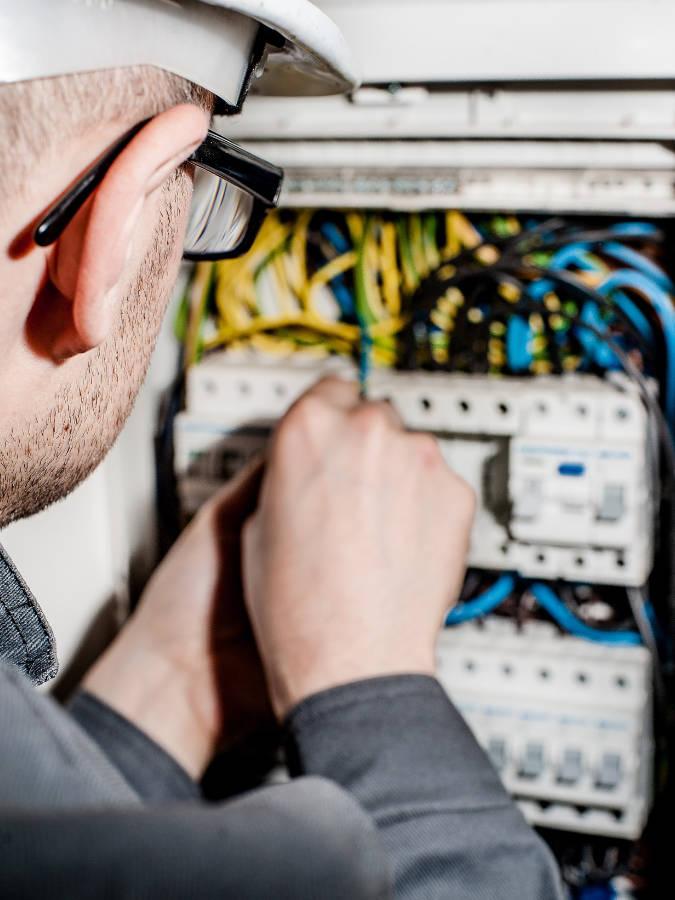 Elektroarbeiten mit qualifizierten Betrieben: Renovierung, Modernisierung, Sanierung München - Haus, Wohnung, Büro, Gewerbe